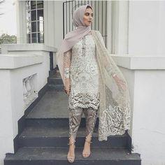 How to wear hijab with asian outfits Pakistani Fashion Casual, Pakistani Wedding Outfits, Pakistani Dress Design, Pakistani Dresses, Indian Dresses, Asian Fashion, Pakistani Couture, Pakistani Bridal, Islamic Fashion