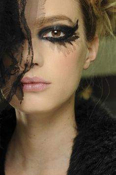 Interesting lace makeup En backstage du défilé haute-couture Chanel printemps-été 2013 http://www.vogue.fr/beaute/en-coulisses/diaporama/en-backstage-du-defile-haute-couture-chanel-printemps-ete-2013/11471/image/679704#10
