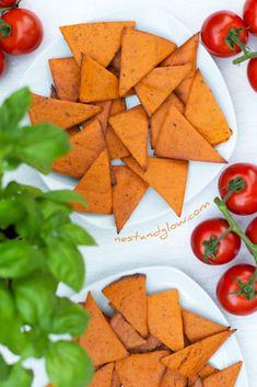 Tomato and Basil Lentil Chips Wheat Free Vegetarian Crockpot Recipes, Vegan Dessert Recipes, Vegan Snacks, Healthy Snacks, Healthy Recipes, Vegan Food, Keto Recipes, Desserts, Lentil Chips Recipe