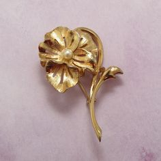 Vintage Gold Tone Pansy Brooch w/Faux Pearl Accent