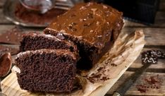 This fudgy dark chocolate cake is the best fudge cake recipe ever! So decadent, so fudgy and fluffy – the ideal one-bowl dessert! It is so easy and simple to prepare; it will take you around 20 … Microwave Chocolate Cakes, Chocolate Low Carb, Dark Chocolate Cakes, Best Chocolate, Vegetarian Chocolate, Vegan Chocolate, Cake Recipes At Home, Sheet Cake Recipes, Dessert Recipes