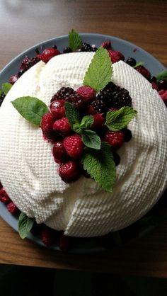 Joghurt - Bombe, ein gutes Rezept aus der Kategorie Dessert. Bewertungen: 772. Durchschnitt: Ø 4,8.