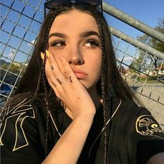 Finger Tattoos for Girls You& Love Tattoo Girls, Girl Finger Tattoos, Girl Tattoos, Selfie Poses, Selfies, Tattoo Asian, Aesthetic Hair, Girls Tumbler, Baddie Hairstyles