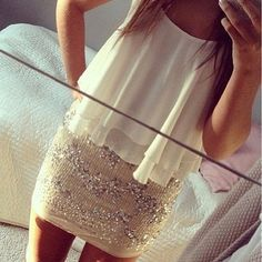 Sequin mini skirt and white flowy tank- NYE outfit Beauty And Fashion, Look Fashion, Passion For Fashion, Fashion Outfits, Womens Fashion, Ibiza Outfits, Skirt Fashion, Looks Style, Fashion Clothes
