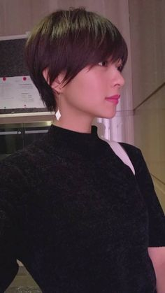 selecting-your-perfect-pixie-haircut - Fab New Hairstyle 2 Short Hair With Layers, Short Hair Cuts, Ponytail Hairstyles, Pretty Hairstyles, Hair Ponytail, Androgynous Haircut, Asian Short Hair, Shot Hair Styles, Hair Pictures