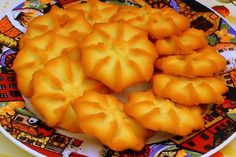 The original recipe for authentic star butter tea cookies (pastisetas), so simple and so good atthe same time. Prepare this delicious recipe and accompany it with coffee or hot chocolate. Sweet Desserts, Sweet Recipes, Delicious Desserts, Yummy Food, Mexican Food Recipes, Cookie Recipes, Dessert Recipes, My Favorite Food, Favorite Recipes