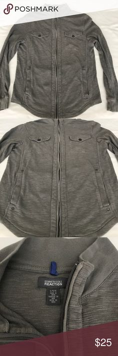 Kenneth Cole reaction zipper sweater Kenneth Cole reaction zipper sweater.  Very hip casual look.  Great fall sweater. Would look great with a pair of jeans. Kenneth Cole Reaction Sweaters Zip Up