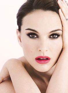 Natalie Portman with beautiful makeup; the lipstick is particularly stunning.