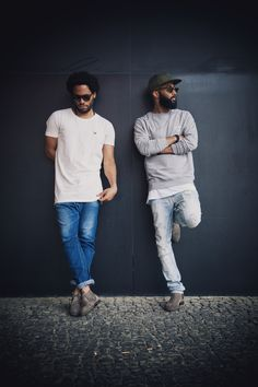 Streetstyle : On the Left : White Oversize T-shirt, Chukka Boots beige, in combination with a blue denim jeans and sunglasses     On the Right: Barber and Butcher Snapback Cap in Army Green, BB Blades Sweatshirt in Grey Melange, Chelsea Boots beige, in combination with a light blue denim jeans