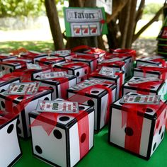 Dice favor box or invitation box perfect for a casino poker party or gambling las vegas. casino games home party Casino Royale, Casino Party Decorations, Casino Theme Parties, Game Night Decorations, Bunco Party Themes, Parties Kids, Night Parties, Themed Parties, Party Centerpieces