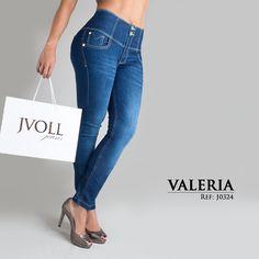 ¿Que tal este estilo para ir de shopping chicas? #compras #jeans #moda #fashion #estilo #mezclilla #mujeres #felizlunes