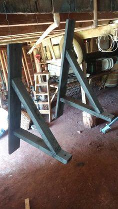 Suporte abajur pendente em madeira de reciclagem.