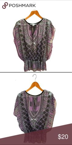 Loose fit mesh blouse *Size: Small* *100% polyester* *Machine wash cold water/like colors/gentle cycle* -Purple/Black/White patterned exterior -Decorative tie at neck with V-shape cut. -Mesh fabric -Elastic cinch at hip length -Trendy loose fit -Lightly worn +Pairs well with jeans/leggings/skirts/shorts/most high waisted bottoms and any type of shoe. Rue 21 Tops Blouses