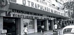 """Ficava na Av. N. S. de Copacabana nº 1362, no Posto 6, foi inaugurado em 15/02/1954 e demolido em 01/01/1984. Tinha 867 lugares.   Segundo o """"Cine Reporter"""", o Caruso foi o primeiro cinema de luxo rigorosamente planejado para um clima tropical, consoante as condições predominantes na bela capital brasileira."""