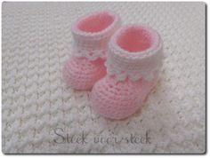 Een blog over onze winkel in haak- en breigarens en aanverwante artikelen. Crochet Baby Booties, Baby Boots, Baby Cards, Knit Patterns, Kids And Parenting, Bunny, Knitting, Handmade, Gifts