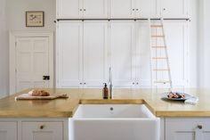 White Shaker Kitchen with Brass - Sustainable Kitchens Plywood Kitchen, Brass Kitchen, Kitchen Flooring, Kitchen Cabinets, Kitchen Interior, Kitchen Design, Georgian Kitchen, White Shaker Kitchen, Integrated Fridge