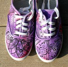 Zentangle zapatillas zapatos zapatillas por ArtworksEclectic                                                                                                                                                                                 Más