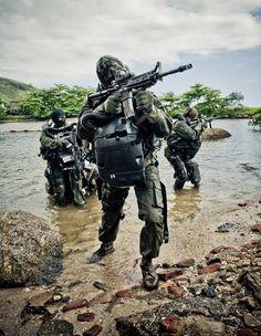 Fuzileiros Navais - Marinha do Brasil. Military Photos, Military Gear, Military Police, Military Weapons, Military Special Forces, Naval, Special Ops, Modern Warfare, Navy Seals