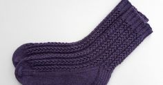 Easy Lace Socks - free pattern and tutorial. A beginner's guide to lace!