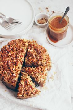 ... apple crumble cake with malt caramel ...