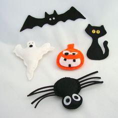 Halloween+sada+-+magnetky+Vyrobeny+z+filcu+(plsť),+některé+vyplněné+dutým+vláknem.+Uvnitř+vložen+silný+neodymový+magnet+k+připnutí+na+ledničku,+lampičku,+monitor+a+jiné+kovové+předměty.+Sada+obsahuje:+Netopýr:+cca+3x14,5+cm+(bez+výplně)+Kočka:+cca+8,5x5+cm+(bez+výplně)+Pavouk:+7x5+cm+bez+noh+(s+výplní)+Dýně:+6,5x5,5+cm+(s+výplní)+Duch:+9,5x10,5+cm+(s+výplní)