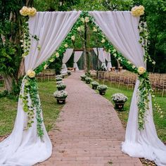 Ideas Backyard Wedding Ceremony Decorations Backdrops For 2019 Trendy Wedding, Rustic Wedding, Wedding Country, Decoration Evenementielle, Backyard Makeover, Wedding Ceremony Decorations, Deco Table, Outdoor Ceremony, Backdrops