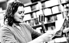 """Hose Pablo: """"Am zis să iau un nume de telenovelă şi să devin un fel de troller literar"""" Vintage Microphone"""