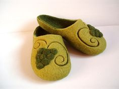 """Felted wool slippers """"The grapes"""""""