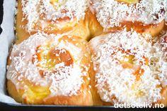 Skolebrødsnurrer | Det søte liv Doughnut, Camembert Cheese, French Toast, Food And Drink, Baking, Breakfast, Desserts, Recipes, Danish