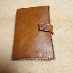 Carcassac sur Instagram: Porte feuille modèle compère de Sacotîn. Cuir doublé tissus. Porte carte, Porte monnaie., étui permis de conduire. #sacotin #portefeuille…