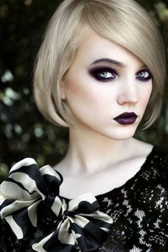 Funky Short Hair Trends With Side Fringe Hair styles Goth Beauty, Beauty Makeup, Hair Beauty, Grey Blonde Hair, Dark Hair, Black Makeup Styles, Short Hair Trends, Short Hair Styles, Fringe Hairstyles
