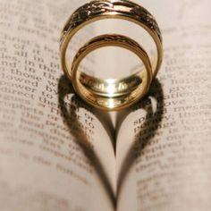 ¡Precioso juego de sombras! #bodas #anillos #fotografia
