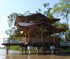 Steiger aan de Suriname rivier