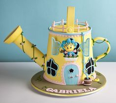 The detail-work on this cake is flawless..  and it's just SO Cute!!
