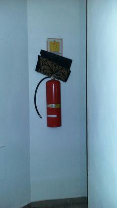 Extintores descarregados B4 corredores internos