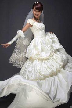À manches courtes robe de mariée robe blanche [RDMEE20120021] - €208.45 : Robe de Soirée Pas Cher,Robe de Cocktail Pas Cher,Robe de Mariage,Robe de Soirée Cocktail.