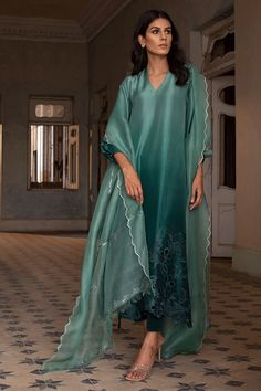 Stylish Dress Designs, Designs For Dresses, Stylish Dresses, Simple Dresses, Nice Dresses, Casual Dresses, Simple Pakistani Dresses, Pakistani Dress Design, Pakistani Outfits