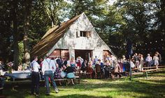 Buiten trouwen op Erve Beverborg. Het feest kon tot in de kleine uurtjes doorgaan en de catering kan zelf worden geregeld. // Fotograaf: Ruud C Fotografie // Girls of honour