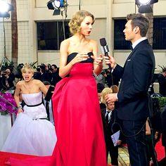 Jennifer Lawrence Photobombs Taylor Swift at 2014 Golden Globes