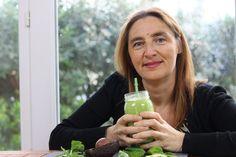 ¿Qué os parece si hoy preparo un smoothie 100% verde para la cena muy bajo en hidratos de carbono?