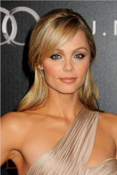 Do you miss the elegant half up half down hairstyles? They always look so graceful with their delicate styles. Today, we bring you back with a gallery of beautiful half up half down hairstyles. Cute Hairstyles For Short Hair, Elegant Hairstyles, Down Hairstyles, Easy Hairstyles, Straight Hairstyles, Laura Vandervoort, Wedding Hair And Makeup, Hair Makeup, Color Rubio