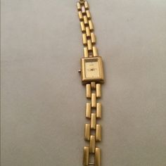Metropolitan museum of art watch gold ⭐️ Beautiful watch by metropolitan museum of art Metropolitan museum of art Jewelry Bracelets