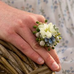 Learn how to make a living ring. The perfect gift for moms, brides, and best friends!