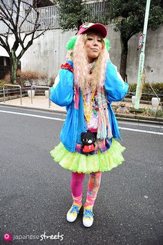 I love the combo of little girl and teen girl. Japanese street fashion in Harajuku, Tokyo Funky Fashion, Tokyo Fashion, Harajuku Fashion, Kawaii Fashion, Lolita Fashion, Harajuku Style, Japan Street, Tokyo Street Style, Japanese Streets