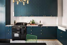 Une cuisine bleue relookée avec les produits Superfront