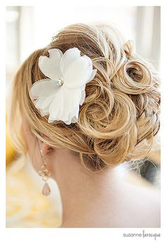 #vintageinspiration #wedding dress #lace #eco Photo: Suzanne Larocque, suzannelarocque.com Styling by Bonnie Aunchman, aunchmanevents.com Dresses by Celia Grace, celia-grace.com Hair/Makeup by Keri Shea, kerishea.com Location: Hotel Northampton, hotelnorthampton.com