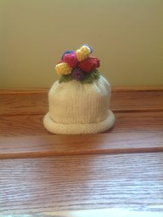 Another hat for the library duck. Pattern comes from Susan Anderson's book, Itty Bitty Hats.