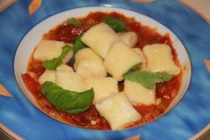 Leckere Gnocchi aus Ricotta                       http://kulinarica.blogspot.de/2015/11/gnocchi-aus-ricotta-und-parmesan.html