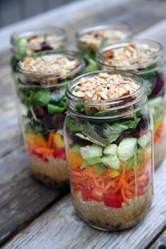 Organize your lunch schedule with these premade, ready-to-go salads in jars. Never be without a meal again!