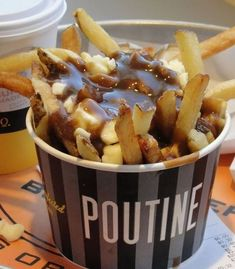 Poutine - a Canadian comfort food - french fries covered in thick gravy and topped with fresh cheese curds. World Street Food, Best Street Food, Food Truck Menu, Food Trucks, Carnival Food, Canadian Food, Food Packaging, Fries Packaging, Food Cravings